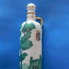 Botellas antiguas: BOTELLA DE CERÁMICA. DIBUJO CASTILLO DE MANZANARES Y ESCUDO HERÁLDICO.. Lote 168298380