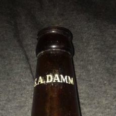 Botellas antiguas: BOTELLA SERIGRAFIADA CERVEZA DAMM BARCELONA. PUBLICIDAD. RARA Y ANTIGUA.. Lote 61611683