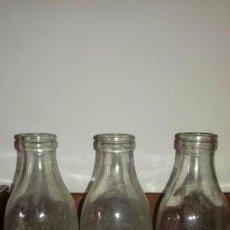 Botellas antiguas: 3 ANTIGUA BOTELLA LECHE CELGAN Y ITELSA RELIEVE- SERIGRAFIA.AÑOS 60 .LITRO VACIA.. Lote 169475088