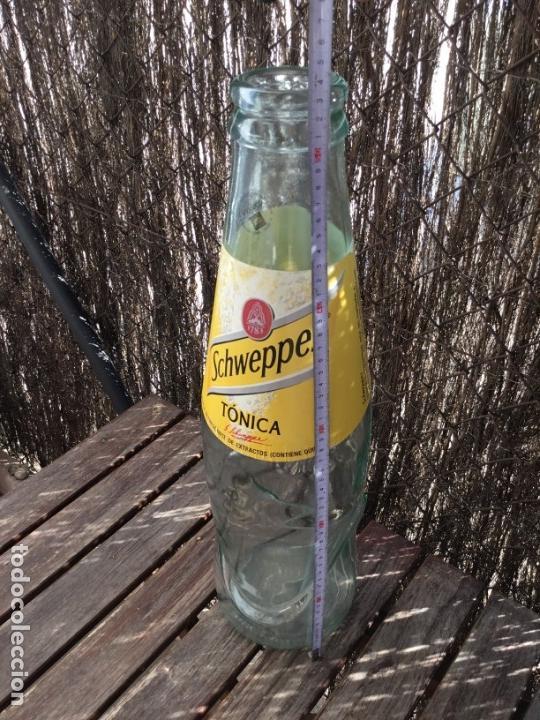 Botellas antiguas: BOTELLA GIGANTE PUBLICIDA TONICA SHWEPPES PERFECTO ESTADO - Foto 6 - 49200408