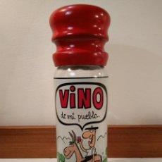 Botellas antiguas: ORIGINAL BOTELLA VINO EN VIDRIO CON GRIFO, TAPÓN MADERA Y DIBUJO POLICROMADO FIRMADO POR JOTAUVE.. Lote 171201084