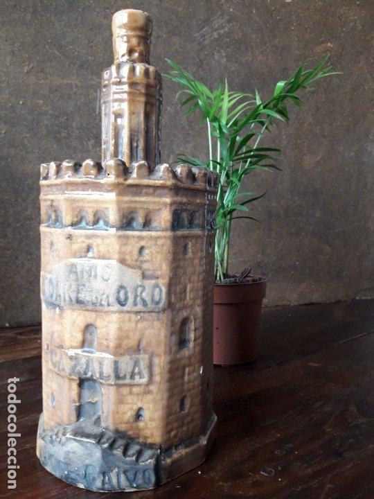 Botellas antiguas: BOTELLA de ANIS con forma de la TORRE DEL ORO DE SEVILLA. (CERÁMICA DE TRIANA) - Foto 3 - 175875232