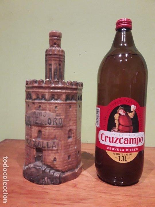Botellas antiguas: BOTELLA de ANIS con forma de la TORRE DEL ORO DE SEVILLA. (CERÁMICA DE TRIANA) - Foto 5 - 175875232