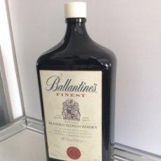 Botellas antiguas: ENORME BOTELLA BALLANTINES 4'5 LITROS (VACIA). Lote 177481817