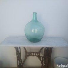 Botellas antiguas: ANTIGUA BOTELLA GARRAFA DAMAJUANA DE 16 LITROS GRANDE COLOR AZULADA AGUA VINO ACEITE . Lote 178244746