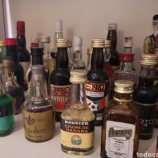 Botellas antiguas: COLECCION DE 60 BOTELLAS EN MINIATURAS. Lote 178257792