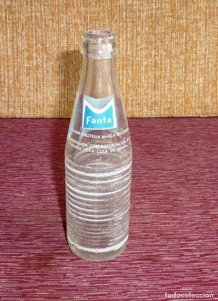 Botellas antiguas: Antigua botella serigrafiada - Fanta - 20 CL - Foto 2 - 178344790