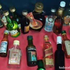 Botellas antiguas: LOTE 18 BOTELLINES BOTELLAS ANTIGUAS LICORES VINTAGE. Lote 182011008