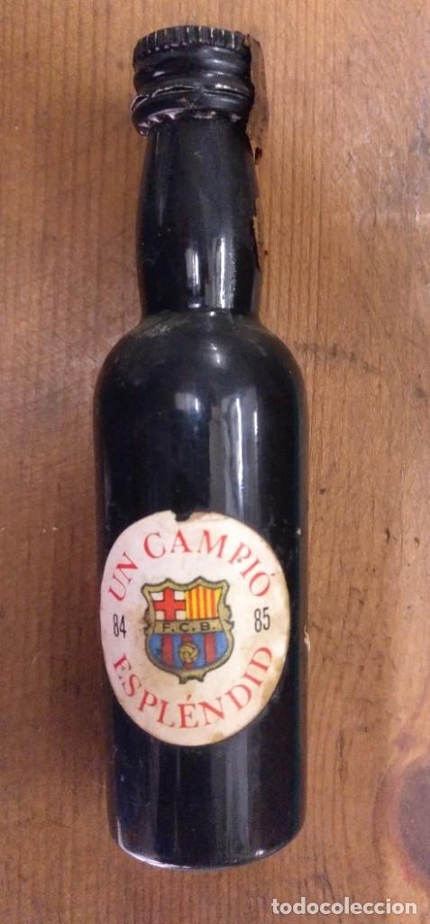 Botellas antiguas: BOTELLIN DE PLASTICO FINO SAN PATRICIO BARÇA CAMPEON DE LIGA 84/85 - Foto 2 - 182279397