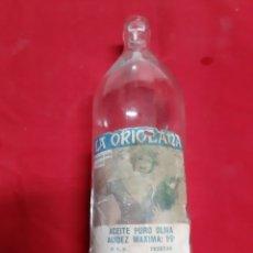 Botellas antiguas: ANTIGUA BOTELLA DE ACEITE Y COLONIALES LA ORIOLANA DE ORIHUELA DE LOS AÑOS 50 ETIQUETAS DE PAPEL. Lote 184050372