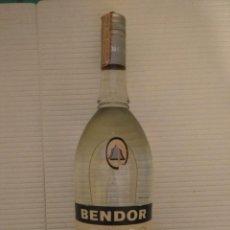 Botellas antiguas: BOTELLA ANISETTE BENDOR CON LA GARANTÍA RICARD . Lote 184130037