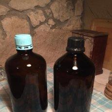 Botellas antiguas: ANTIGUAS 2 BOTELLA DE CRISTAL MARRÓN DE QUÍMICOS O MEDICAMENTOS RIEDEL DE HAEN AÑOS 60-70. Lote 202284393