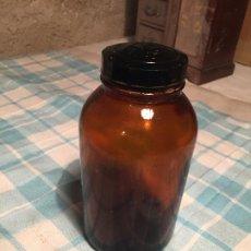 Botellas antiguas: ANTIGUAS BOTELLA DE CRISTAL MARRÓN DE MEDICAMENTO O MEDICINA TAPÓN BAQUELITA AÑOS 40-50. Lote 184640491