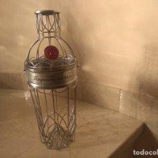 Botellas antiguas: RARA BOTELLA METALICA GINEBRA TANQUERAY, EXPRIMIDOR COCKTELERA??. Lote 187430361