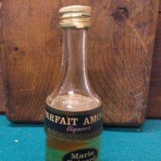 Botellas antiguas: BOTELLIN MARIE PARFAIT AMOUR LIQUEUR. Lote 189548357