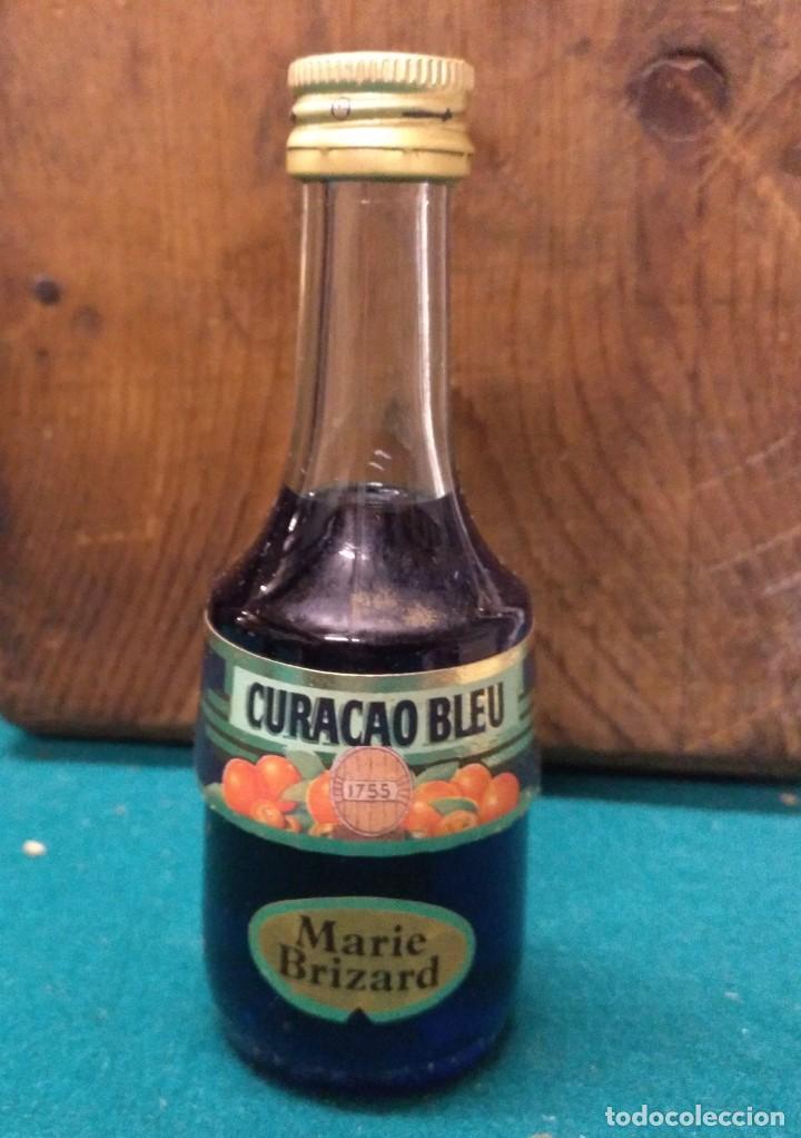 BOTELLIN MARIE CURAÇAO BLEU 1755 (Coleccionismo - Botellas y Bebidas - Botellas Antiguas)
