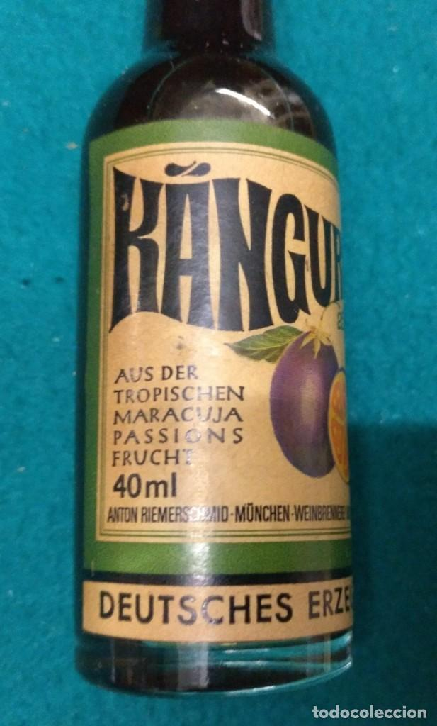 Botellas antiguas: BOTELLIN KANGURUH LICOR DE MARACUYA FRUTA DE LA PASION MUNICH ALEMANIA - Foto 3 - 189549060