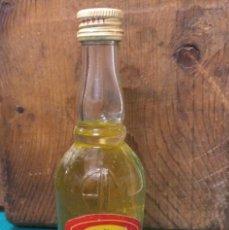 Botellas antiguas: EGG LIQUOR DESTILERIAS MOREY LICOR DE HUEVO. Lote 189549095