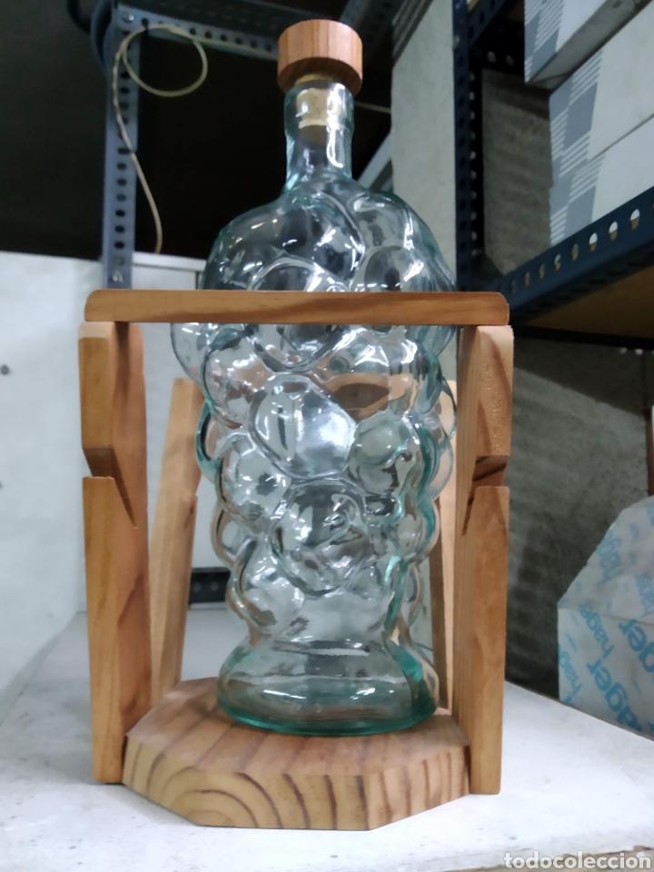 Botellas antiguas: Botella rara - Foto 2 - 190295080