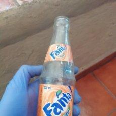 Botellas antiguas: ANTIGUA BOTELLA DE REFRESCO GASEOSA FANTA NARANJA UN PRODUCTO DE COCA COLA. Lote 194603943