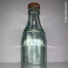 Botellas antiguas: ANTIGUA BOTELLA DE AGUA CANTALAR, LETRAS EN RELIEVE, LLENA. Lote 194893071