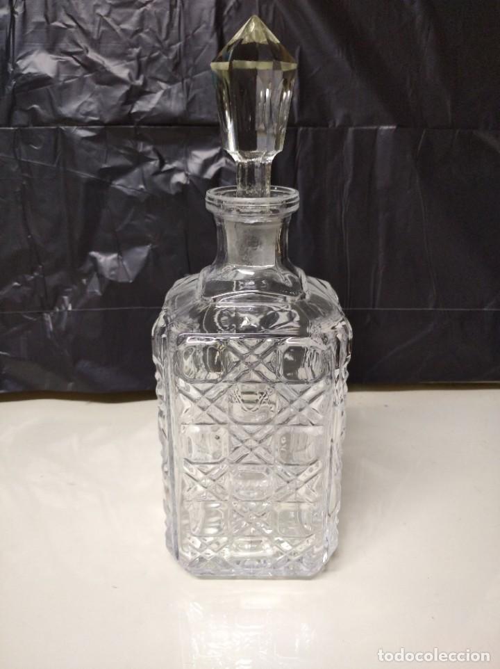 BOTELLA FABRICADA EN CRISTAL DE ROCA. (Coleccionismo - Botellas y Bebidas - Botellas Antiguas)