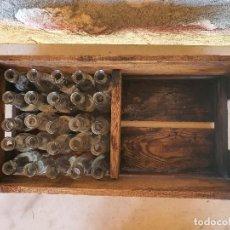Botellas antiguas: ANTIGUO CAJON DE MADERA CON BOTELLINES DE VERMUT . Lote 194993666