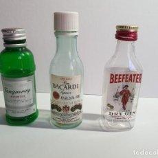 Botellas antiguas: 3 BOTELLINES MINIATURA DE PLÁSTICO, RON BACARDI, RON BEAFEATER Y TANQUERAY. Lote 195108787
