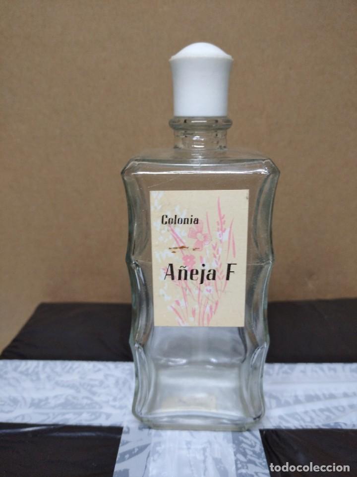 ANTIGUA BOTELLA COLONIA AÑEJA F. (Coleccionismo - Botellas y Bebidas - Botellas Antiguas)
