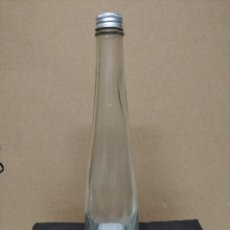 Botellas antiguas: BOTELLA LABORATORIOS MADARIAGA.. Lote 195248046