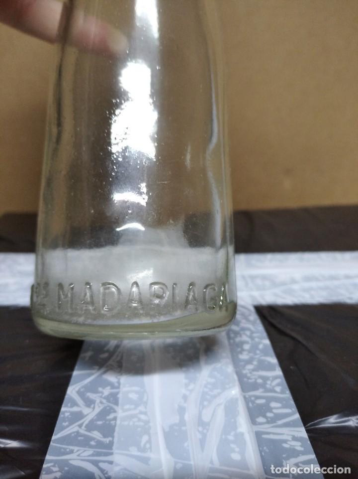 Botellas antiguas: Botella laboratorios madariaga. - Foto 4 - 195248046