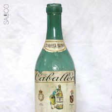 Botellas antiguas: BOTELLA DE BRANDY CABALLERO . Lote 195321768