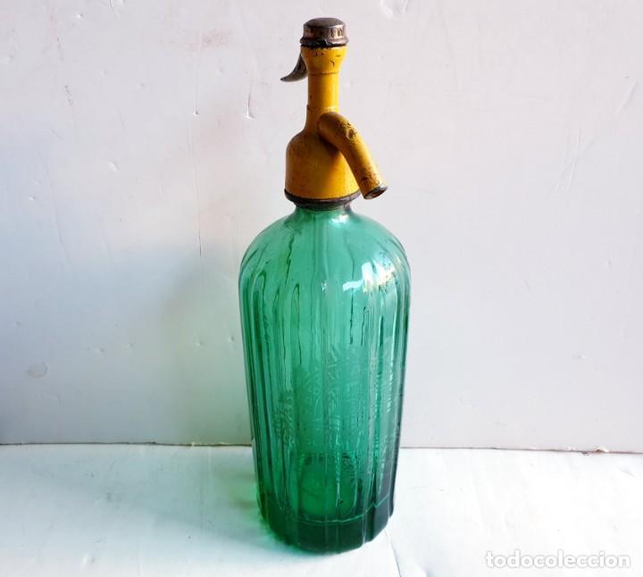 SIFÓN MARGALL DE FIGUERES ACANALADO COLOR VERDE. TAPÓN PLOMO ANTIGUO (Coleccionismo - Botellas y Bebidas - Botellas Antiguas)