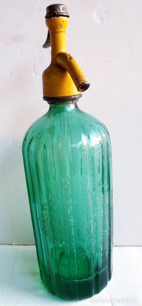 Botellas antiguas: Sifón Margall de Figueres acanalado color verde. tapón plomo antiguo - Foto 2 - 195333500