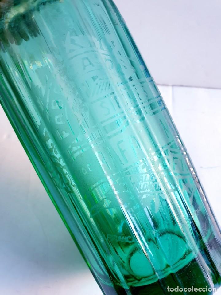 Botellas antiguas: Sifón Margall de Figueres acanalado color verde. tapón plomo antiguo - Foto 3 - 195333500