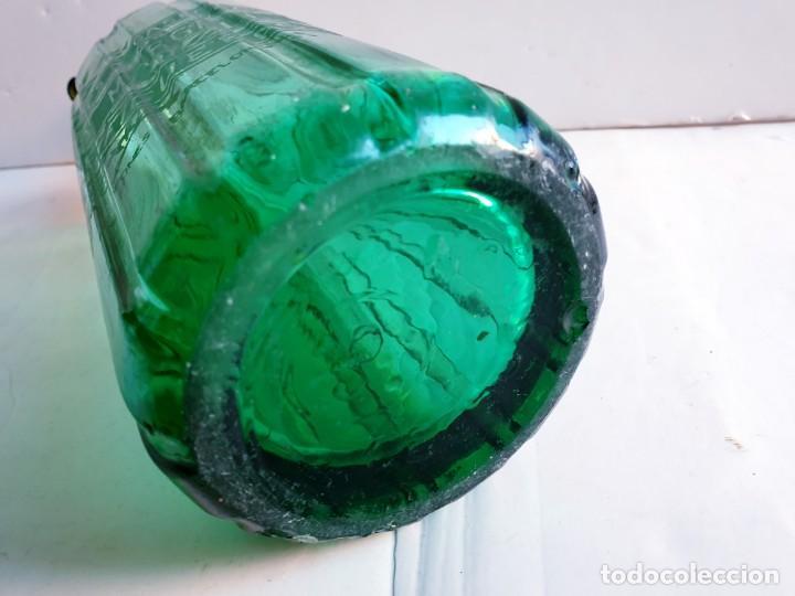 Botellas antiguas: Sifón Margall de Figueres acanalado color verde. tapón plomo antiguo - Foto 6 - 195333500