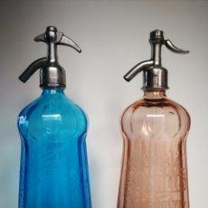 Botellas antiguas: LOTE 2 SIFONES FRANCESES MODELO MARQUESA. ROSA Y AZUL. Lote 195804657