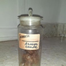 Botellas antiguas: FRASCO DE FARMACIA AZUCAR CONDE FARMACIA ALBEROLA // CON CONTENIDO 25 CM ALTO. Lote 196943685