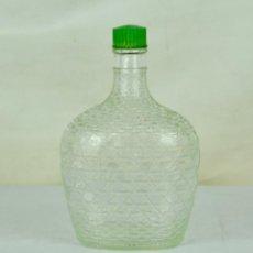 Botellas antiguas: BOTELLA DE CRISTAL TALLADO TAPÓN VERDE. Lote 54780392