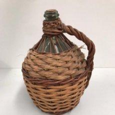 Botellas antiguas: GARRAFA DE CRISTAL Y MIMBRE. Lote 199765817