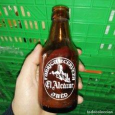 Botellas antiguas: ANTIGUA BOTELLA DE CERVEZA EL ALCAZAR DE JAÉN DE 20 CL BISCUTER. Lote 200275648