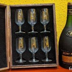 Botellas antiguas: COGNAC REMY MARTIN MAGNUM 1,5 LITROS Y CAJA MADERA CON 6 COPAS REMY MARTIN-AÑO 1980. Lote 201374845