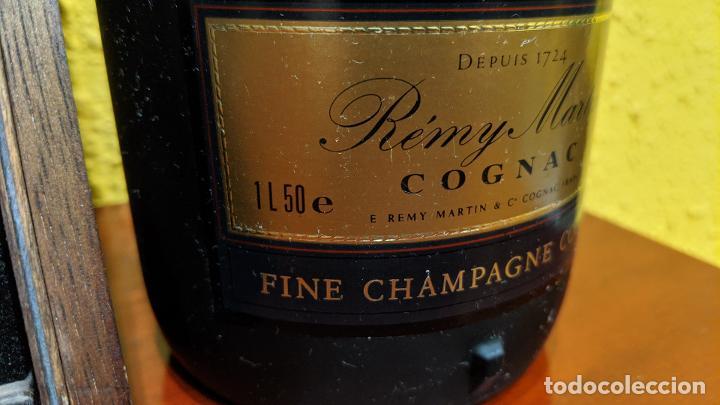 Botellas antiguas: cognac remy martin magnum 1,5 litros y caja madera con 6 copas remy martin-año 1980 - Foto 3 - 201374845