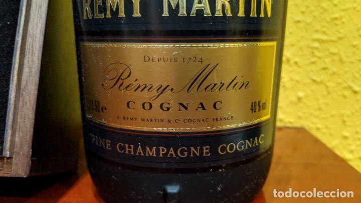 Botellas antiguas: cognac remy martin magnum 1,5 litros y caja madera con 6 copas remy martin-año 1980 - Foto 4 - 201374845