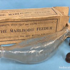 Botellas antiguas: ANTIGUO BIBERÓN DE CRISTAL FABRICADO POR TABACO MARLBORO DURANTE LA SEGUNDA GUERRA MUNDIAL. 1942.. Lote 203499502
