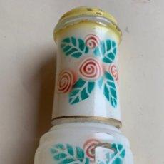 Botellas antiguas: BOTELLA Y VASO DE MESILLA DE NOCHE . DECORADO .. Lote 204274236