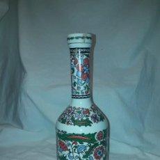 Botellas antiguas: BOTELLA DE PORCELANA GRECIA METAXA. Lote 204444101
