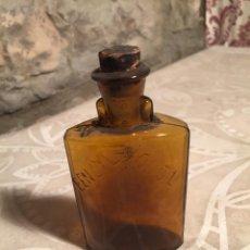 Botellas antiguas: ANTIGUA BOTELLA DE MEDICAMENTO O FARMACO BENZIL IODOL AÑOS 30-40. Lote 204843067