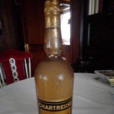 Botellas antiguas: LICOR CHARTREUSE.BOTELLA LICOR AMARILLO.70CL.SIN ABRIR.TARRAGONA. Lote 205395980