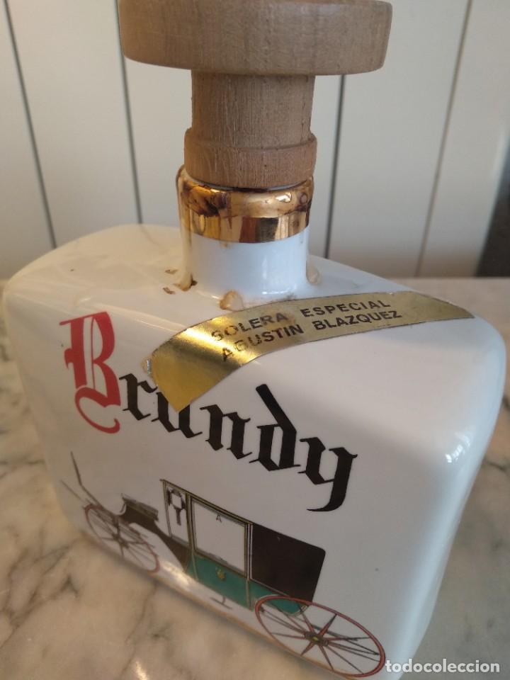 Botellas antiguas: Botella brandy porcelana - Foto 2 - 205600561